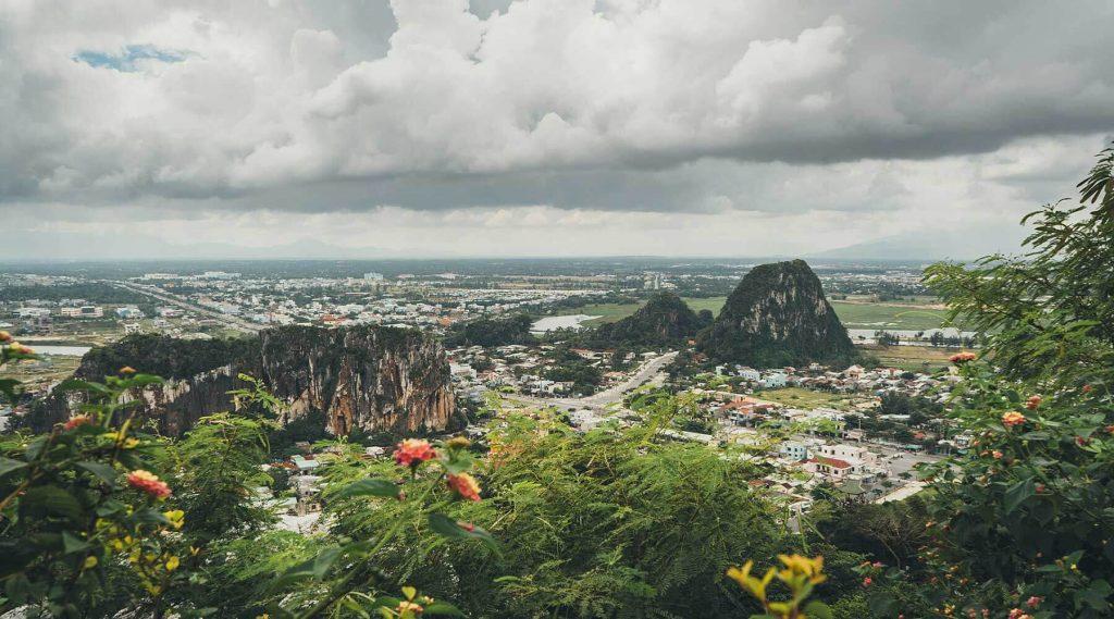 Leo núi Ngũ Hành Sơn