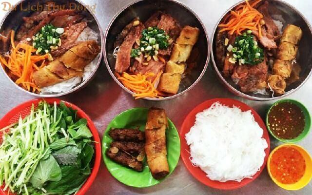 Món bún thịt nướng thơm phức tại Huế