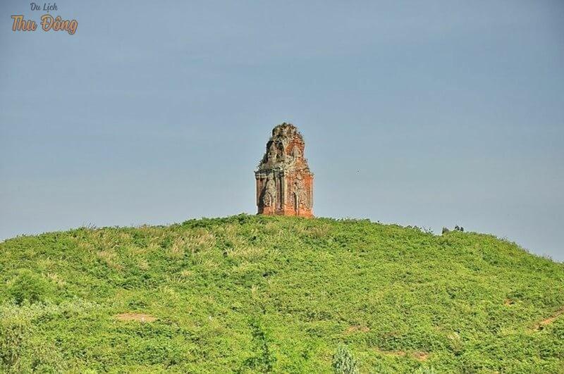 Tháp Phú Lốc uy nghĩ giữa trời