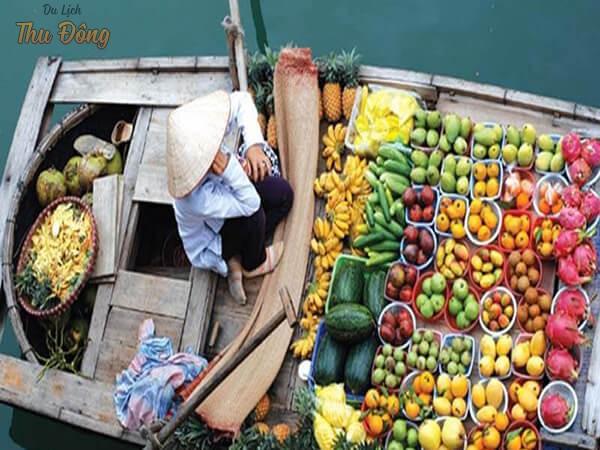 Trái cây ở chợ nổi Cái Răng