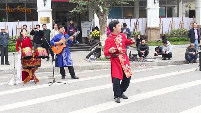 Người dân và du khách có cơ hội thưởng thức âm nhạc đường phố