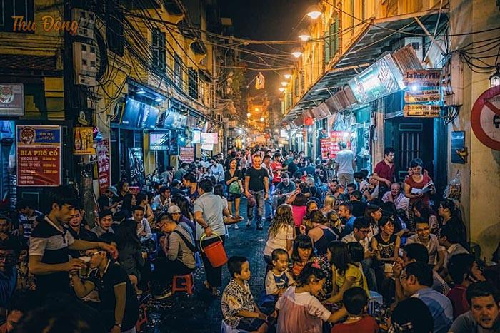 Tah Hiện - khu phố ẩm thực thu hút đông đảo người dân và du khách ghé thăm
