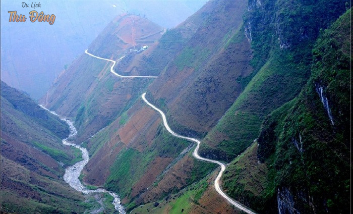Mã Pí Lèng với 20km đường uốn lượn qua cao nguyên đá Đồng Văn