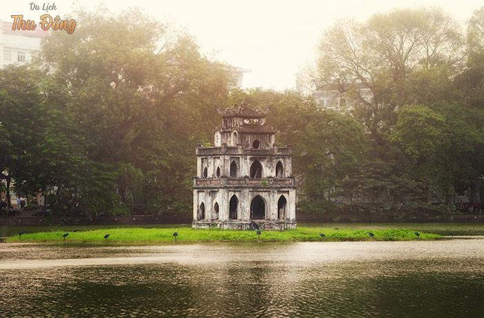 Cảnh sắc Hồ Hoàn Kiếm mang đến cảm giác mênh mang, rộng mở