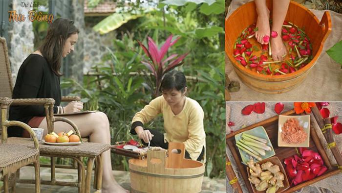 Massage chân bằng thảo dược
