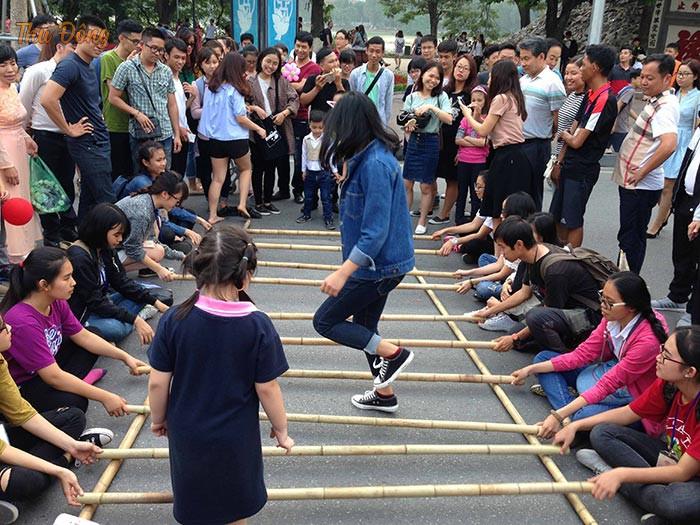 Nhảy sạp là trò chới dân gian của nhiều dân tộc