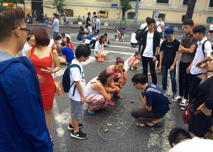 Trò chơi dân gian giúp mọi người quên đi nổi lo cơm áo gạo tiền