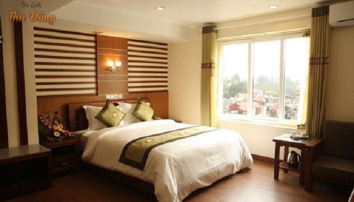 Không gian khách sạn ấm cúng và hiện đại