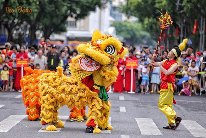 Mỗi dịp cuối tuần Hồ Hoàn Kiếm được tổ chức nhiều hoạt động hấp dẫn