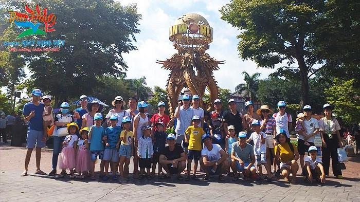 Đại gia đình chị Lê Huyên đi du lịch Hạ Long